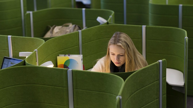 Student in the University of St.Gallen (HSG) library